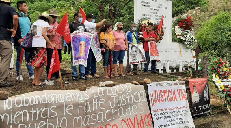 A 26 años de la matanza de Aguas Blancas, organizaciones campesinas marchan para exigir justicia.