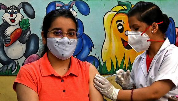 Mayores de 18 años ya pueden registrarse para vacunarse contra COVID-19