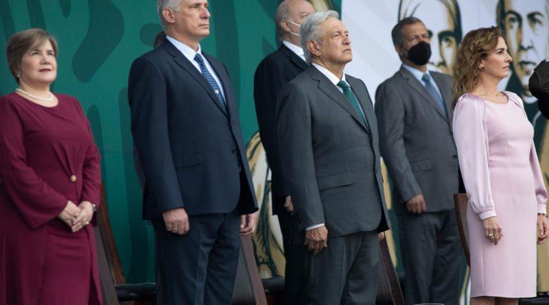 Andrés Manuel López Obrador recuerda a Estados Unidos la necesidad de levantar el bloqueo en contra de Cuba.